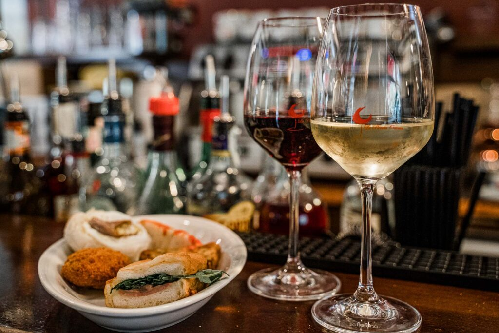 La Piccola Osteria a Vicenza: vino, spunciotti e passione per il territorio.